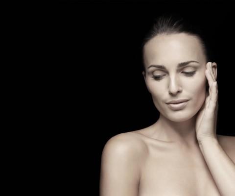 Corriger visiblement les imperfections cutanées et les signes de l'âge